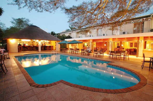 Swimming pool and outside bar area at Anew Hotel Hluhluwe & Safaris.